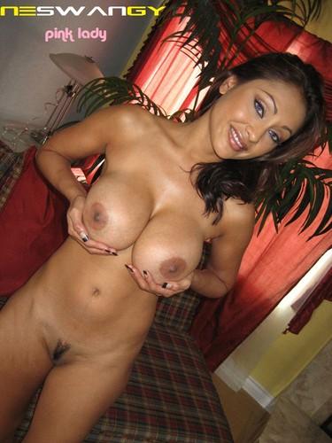 هنديه جميله جسمها رائع إغراء